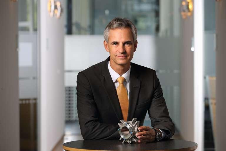 Dr. Sebastian Weiss (CFO)